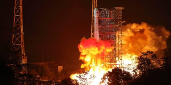 """""""嫦娥四号""""在西昌成功发射升空 将在月背软着陆"""
