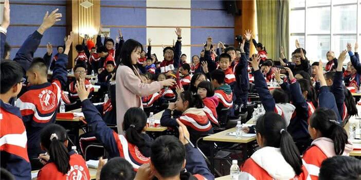 600余名中学师生到血液中心开展社会实践活动