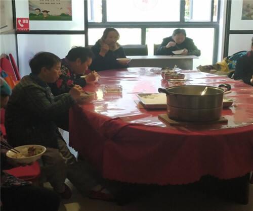 暖心!金辰街道爱心午餐让特殊家庭成员远离孤寂