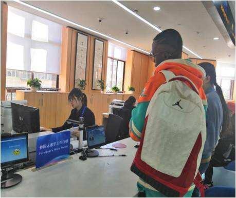 """""""外国人来华工作许可""""可以在五华区人社综合窗口办理了"""