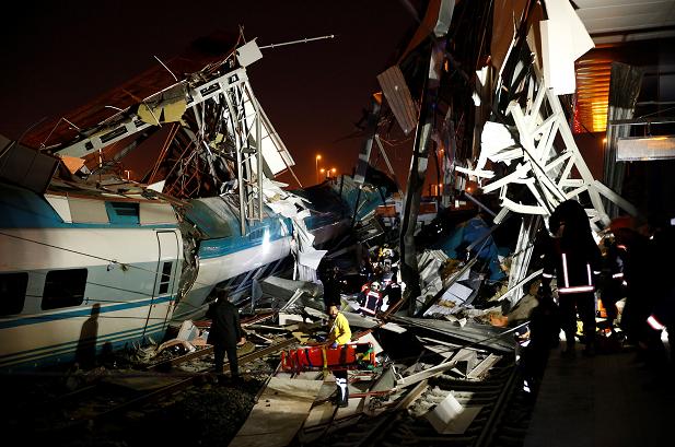土耳其首都一辆高速列车脱轨 至少4人死亡