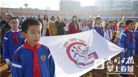 大观小学学生为校运会设计会徽