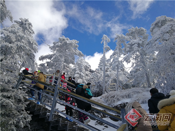 尽享冰雪带来的快乐 轿子雪山暖心服务让赏雪更惬意