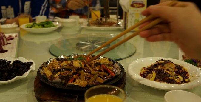 """昆明年夜饭预订进入高峰,10多天后将""""一桌难求"""""""