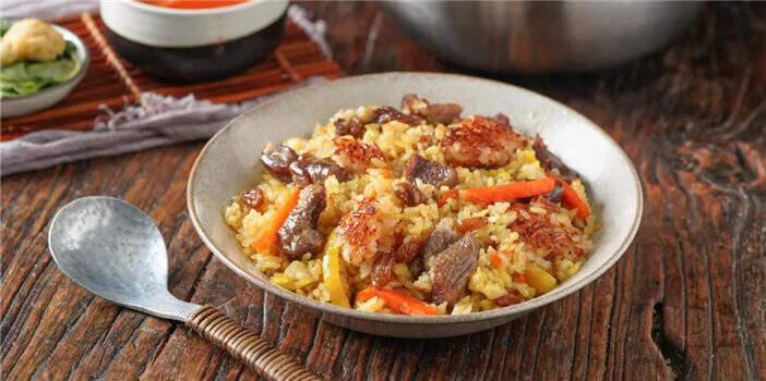 锅巴版羊肉抓饭 让你爱上新疆菜