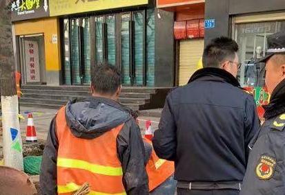 更规范!五华城管开展共享单车和门前三包清理工作