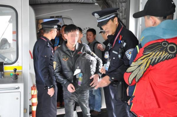 """""""组团""""来昆 20名境外电信诈骗嫌疑人刚下飞机就被逮"""