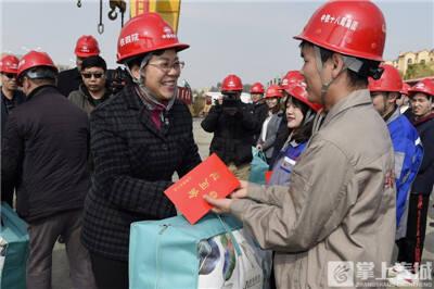 省总工会在昆开展元旦春节送温暖活动