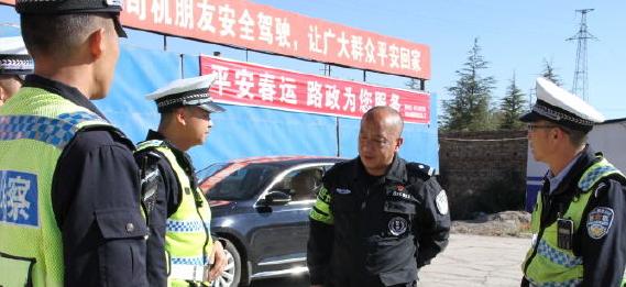 保平安!春节前三天 红河泸西交警大队每天出动119名警力