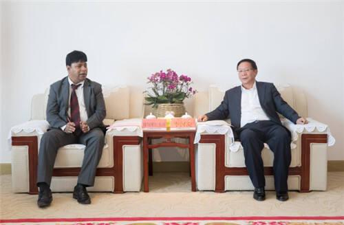 经开区管委会主任李河流会见孟加拉国驻昆明总领事