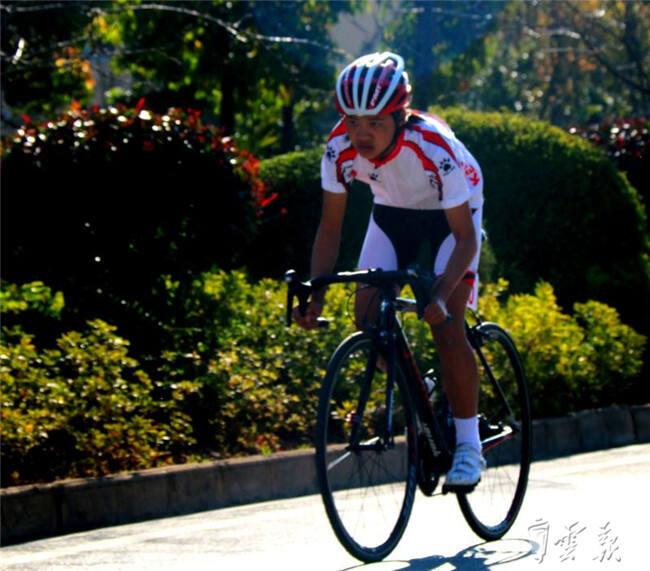 云南省青少年自行车冠军赛在马龙拉开序幕