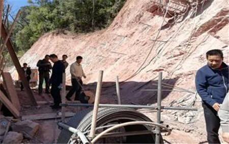 盘龙国土分局深入阿子营街道排查地质灾害隐患点