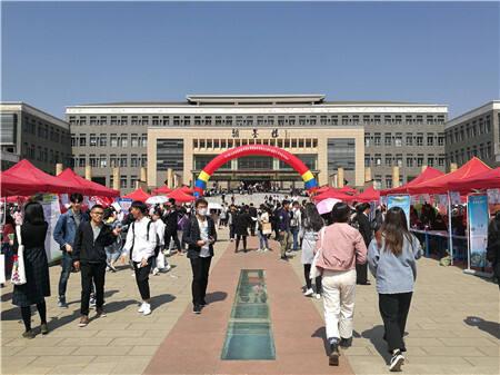 云南中医药大学举办双选会 参会单位数量创新高