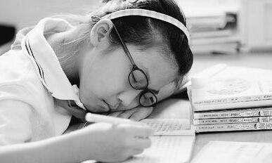 """中国青少年儿童超六成睡眠时间不足8小时 课业压力成""""元凶"""""""