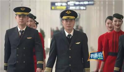 温暖!经历生死备降,川航机长首次与当事乘客见面