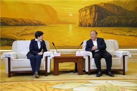 恒丰银行党委副书记、监事长张淑敏走访基层企业干部