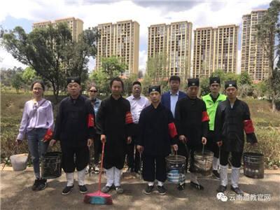 """云南省道教协会组织开展""""志愿巡河""""收捡垃圾环保公益活动"""
