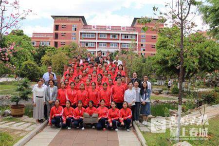 """十年捐一千万余元建20所学校!云南""""亮创希望班""""开班了"""