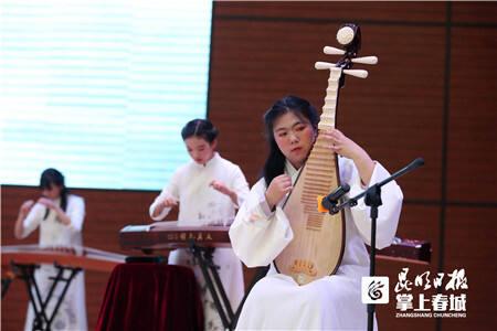 """第三十一届""""八中之春""""艺术节上演追梦青春"""