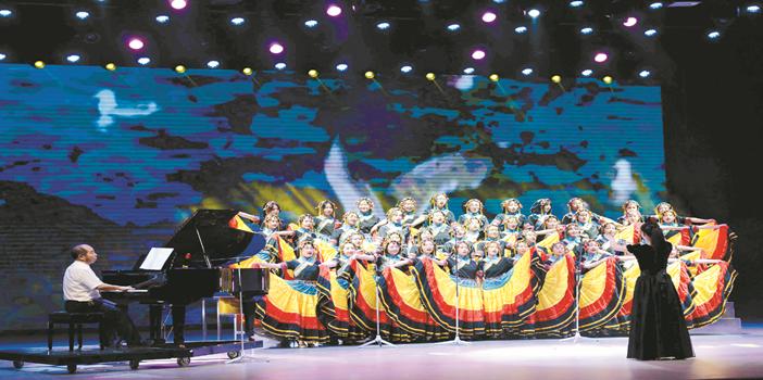 昆明市学生艺术节:诗歌献礼青春 舞台绽放梦想