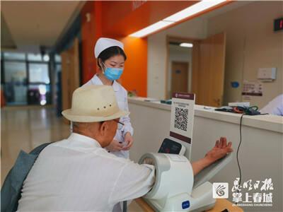 云南省阜外医院举行高血压日义诊 为中青年敲响警钟