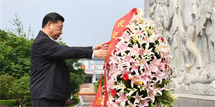 习近平向中央红军长征出发纪念碑敬献花篮