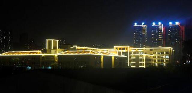 2300米照明扮靓城市夜景