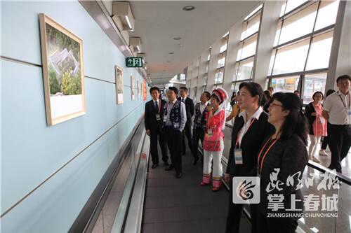 大理旅游文化宣传展亮相长水机场1_副本.jpg