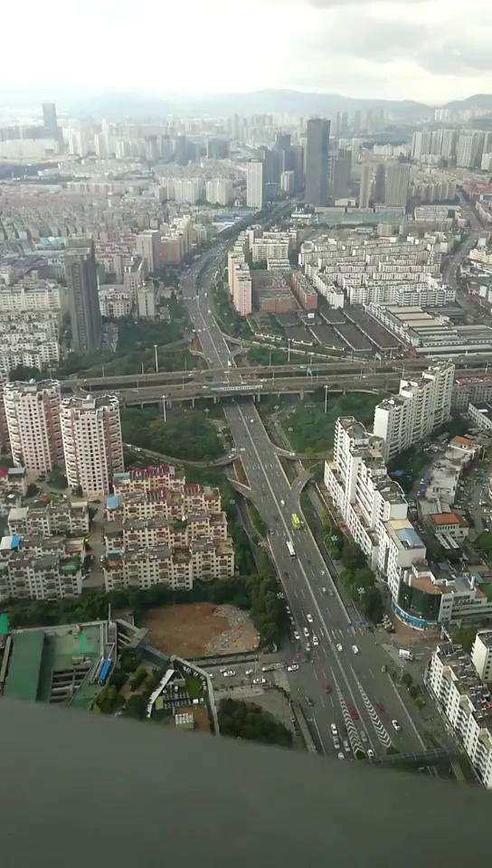 50楼高空看昆明景象
