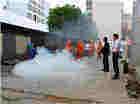 拓东街道开展酒店行业消防安全演练活动