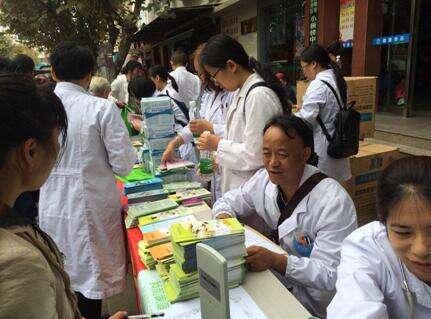 云南省精神病院开展世界精神卫生日义诊活动