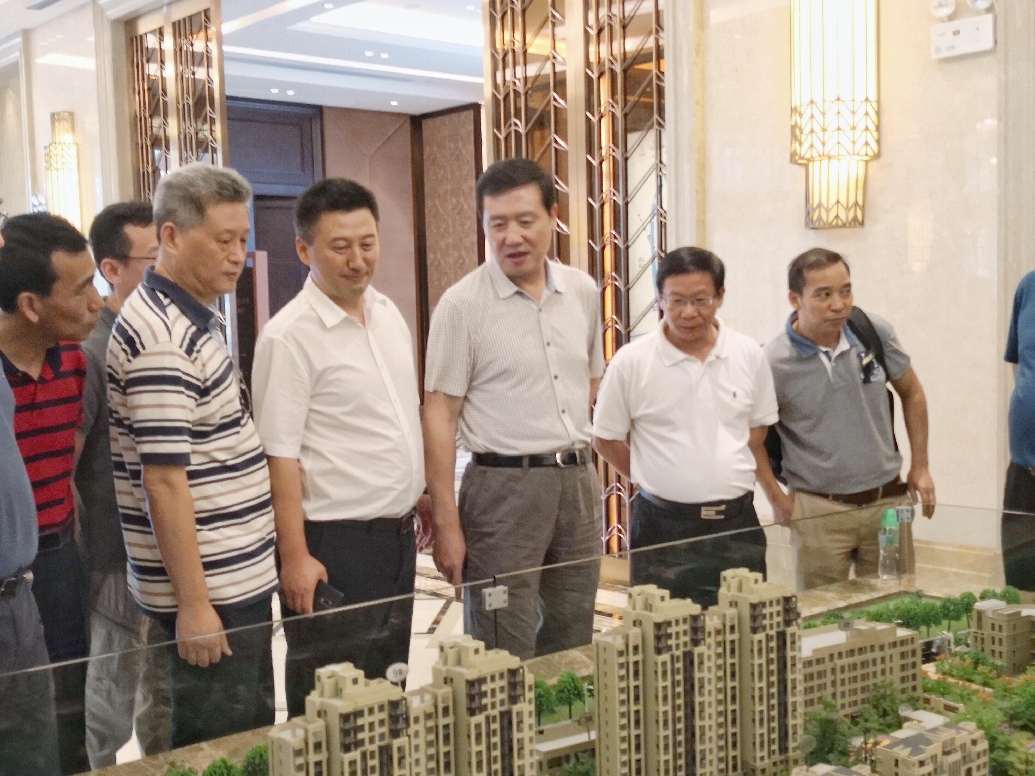 李河流陪同王喜良赴上海及周边地区招商引资