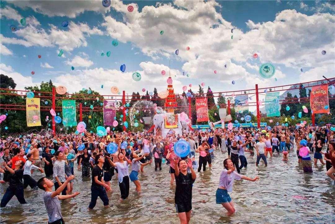 四月云南民族村泼水节,不可错过的狂欢!