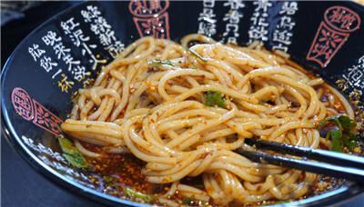 米线竟有这么多吃法!两万人扎堆晋宁下方古城米线节 看饿了…