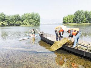 昆明多部门联合执法 取缔近百个违禁渔具