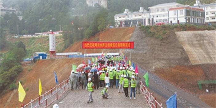 国家172项重大水利工程之一的曲靖阿岗水库主坝顺利封顶
