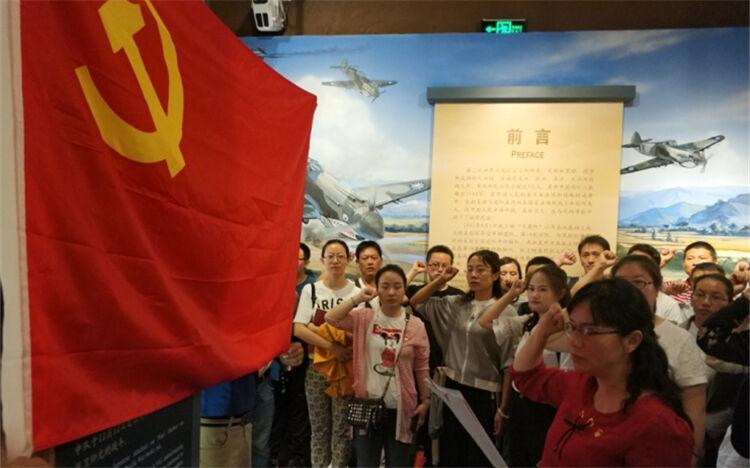 重温历史 砥砺前行!白塔社区党员接受爱国主义教育