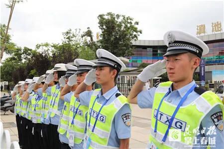云南警官学院26名学警集体过生日