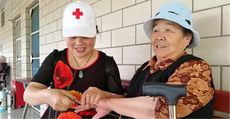暖心!晋宁红十字志愿者走进古城敬老院