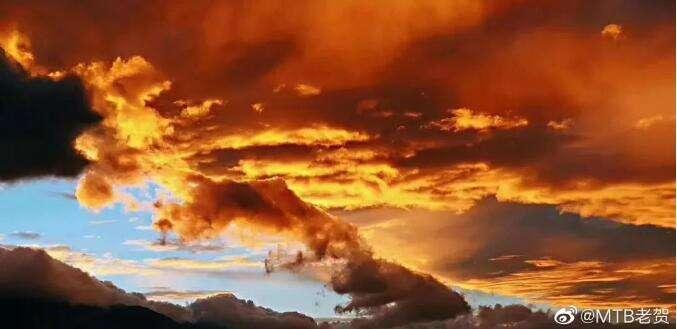 美爆!落霞与彩虹齐飞,大理的云又任性了