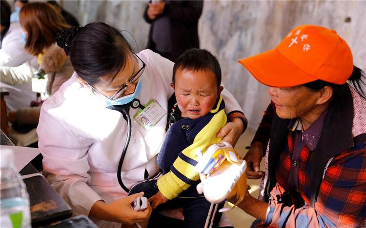 """云南博亚医院为3岁复杂先心病患儿成功""""补心"""""""