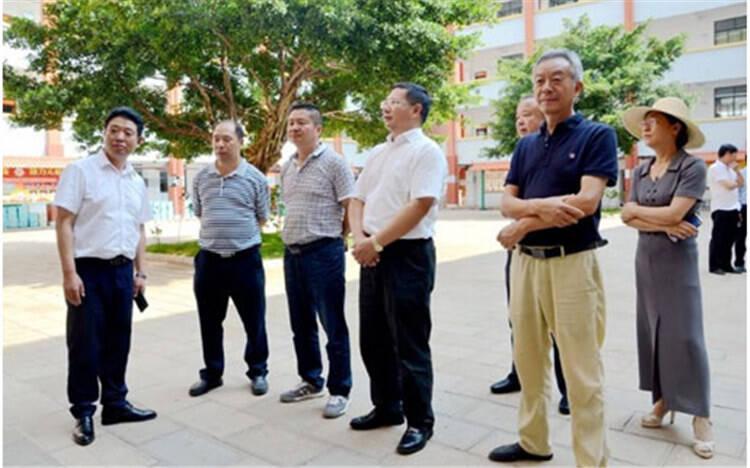 红河州人大常委会主任普绍忠到建水实验中学调研