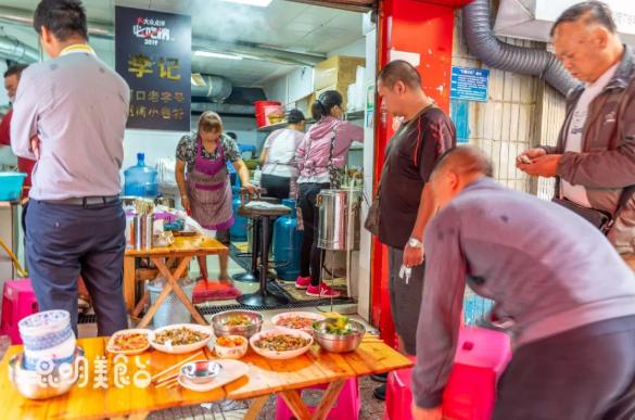 北京人都找着来吃!昆明这家10平米的小吃店真够味儿