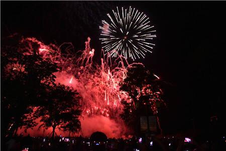 古滇国际火把狂欢节来了!数万游客狂欢七彩云南·欢乐世界