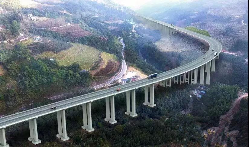 红河州这条高速公路的首幅长隧道贯通 有望明年年底通车