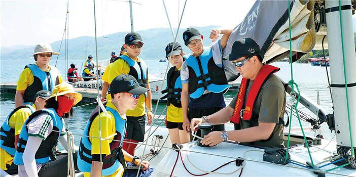 首届云台青年学生帆船训练营在抚仙湖畔扎营开班