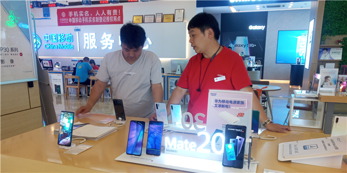 太火爆!5G手机昆明开售 1小时部分品牌店宣告售罄