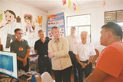卢展工率全国政协考察团在红河州考察