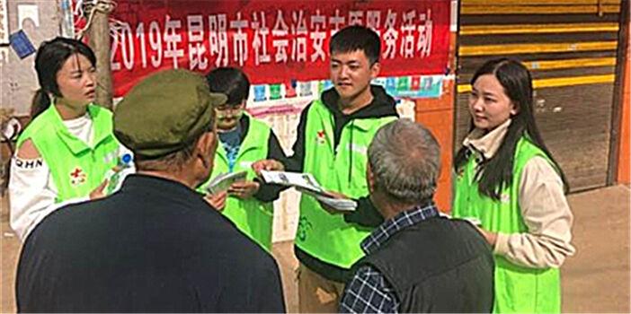 共青团五华区委联合区民政局开展关爱困难群体志愿活动