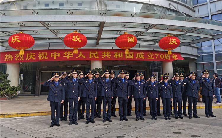 高新区国庆举行升旗仪式 为祖国70周年华诞献上祝福